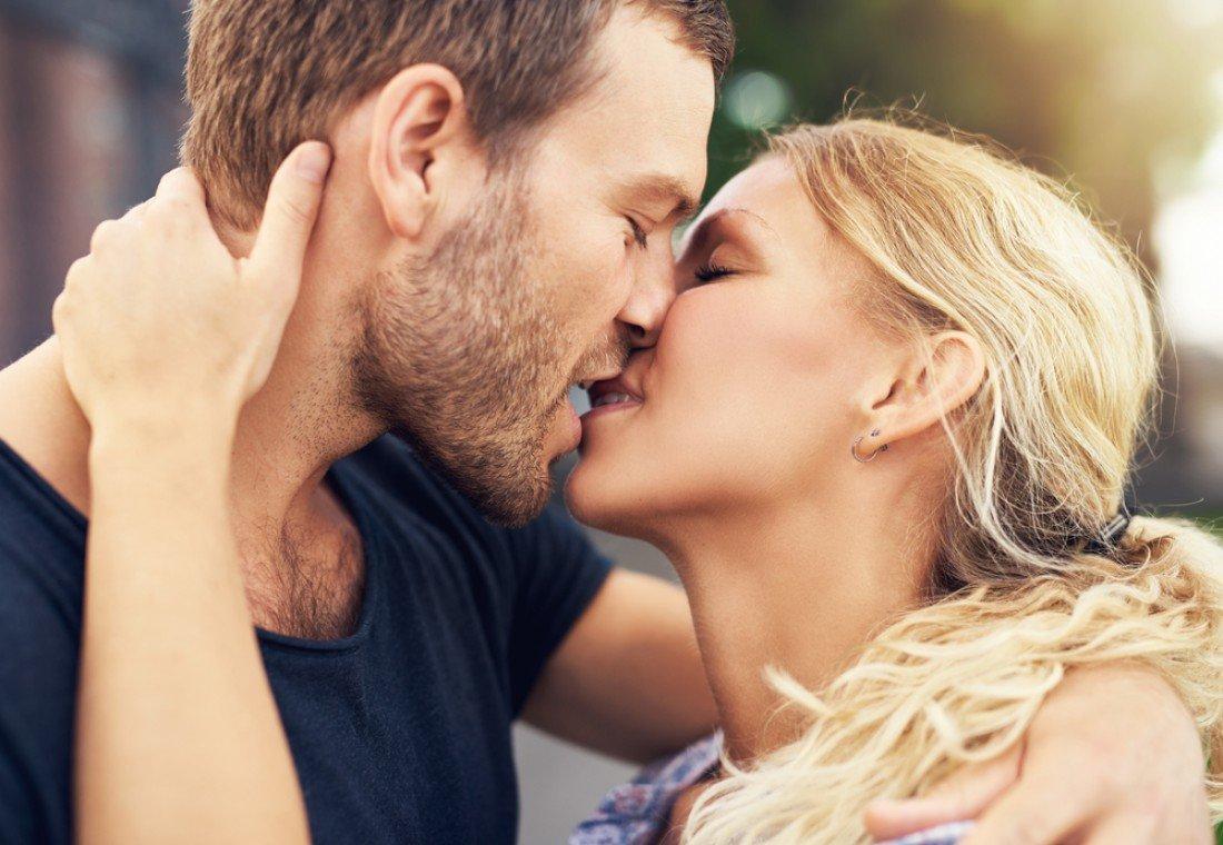 растаявшие его мужик целует картинки тех, кого есть